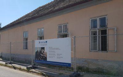 Zajlanak az idősek otthona építési munkálatai Szobon